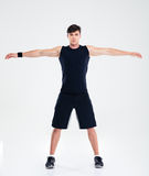 Uomo di forma fisica che fa gli esercizi di riscaldamento Immagine Stock