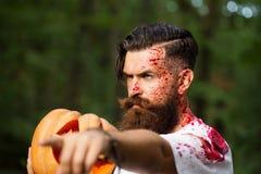 Uomo di Halloween con la zucca ed il sangue Immagini Stock