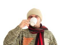 Uomo di inverno con la tazza Immagini Stock