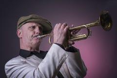 Uomo di jazz che gioca la tromba Fotografie Stock Libere da Diritti