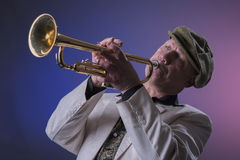 Uomo di jazz che gioca la tromba Immagini Stock Libere da Diritti