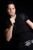 Uomo di karaoke Fotografie Stock Libere da Diritti