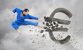 Uomo di karatè in kimino blu Immagine Stock Libera da Diritti