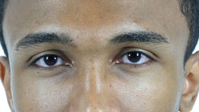 Uomo di lampeggiamento dell'occhio, fine su Fotografia Stock