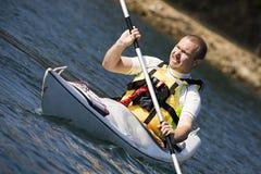 Uomo di Medio Evo che Kayaking Fotografia Stock Libera da Diritti