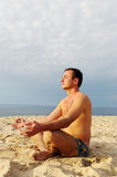 Uomo di meditazione. Immagini Stock