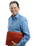 Uomo di mezza età che sorride e che giudica raccoglitore isolato su bianco Fotografia Stock