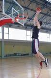 Uomo di pallacanestro Immagine Stock