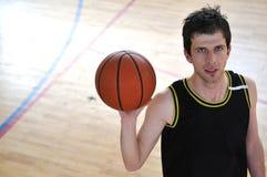 Uomo di pallacanestro Immagini Stock