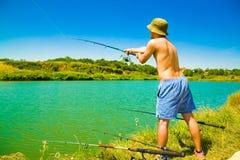Uomo di pesca fotografie stock libere da diritti