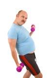 Uomo di peso eccessivo che fa forma fisica fotografia stock libera da diritti