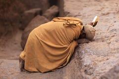 Uomo di preghiera in Lalibela, Etiopia Immagini Stock Libere da Diritti