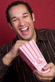 Uomo di risata del popcorn Fotografia Stock