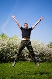 Uomo di salto attivo Fotografie Stock