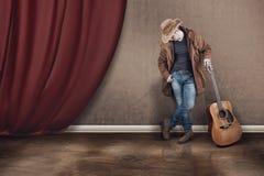 Uomo di sostegno dalla chitarra Fotografia Stock