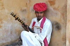 Uomo di Taditional Rajasthani che gioca musi di Ravanahatha Fotografia Stock Libera da Diritti