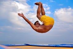 Uomo di volo sopra il bello cielo Fotografie Stock Libere da Diritti