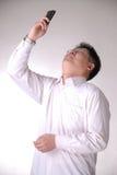 Uomo disperante con il telefono delle cellule fotografie stock