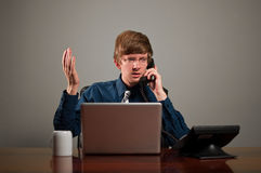 Uomo disturbato di affari sul telefono Immagini Stock Libere da Diritti