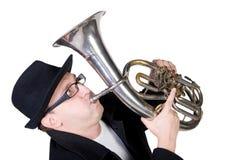 Uomo divertente che gioca un corno Fotografia Stock