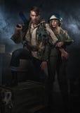 Uomo a due bracci con un'arma Fotografie Stock Libere da Diritti