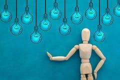 Uomo e disegno del concetto di idea di creatività delle lampadine jpg Fotografia Stock Libera da Diritti