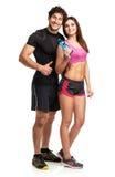 Uomo e donna atletici con la bottiglia di acqua sul bianco fotografia stock libera da diritti