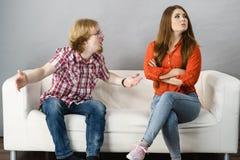 Uomo e donna che hanno lotta immagini stock