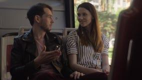 Uomo e donna che parlano nel bus stock footage