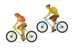 Uomo e donna con gli zainhi che viaggiano sui mountain bike Immagini Stock