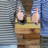 Uomo e donna con i pollici su Immagine Stock Libera da Diritti