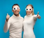 Uomo e donna con i vetri 3d Fotografia Stock