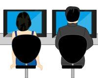 Uomo e donna con il computer alla tavola Immagini Stock Libere da Diritti