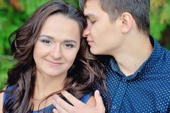 Uomo e donna nell'amore Giorno del biglietto di S Fotografia Stock Libera da Diritti