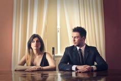 Uomo e donna in vestiti astuti Fotografia Stock