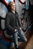 Uomo e graffiti Immagini Stock Libere da Diritti