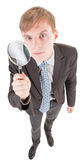 Uomo e magnifier Immagini Stock