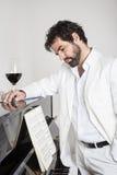 Uomo e piano Fotografia Stock