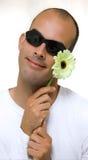Uomo e un fiore del yelow Fotografie Stock