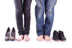 Uomo e una donna a piedi nudi Fotografie Stock Libere da Diritti