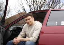 Uomo ed automobile Fotografie Stock Libere da Diritti