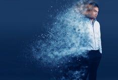 Uomo elegante con un effetto di dispoersion del pixel fotografie stock