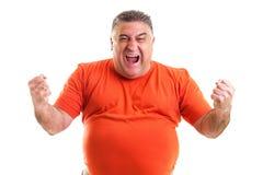 Uomo emozionante che celebra successo con le mani sollevate Fotografia Stock