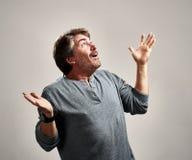 Uomo emozionante felice fotografia stock libera da diritti