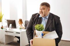 Uomo espressivo compulsivo che sembra irritato Fotografia Stock Libera da Diritti