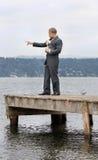 Uomo etnico di affari che indica con il cane Immagini Stock Libere da Diritti