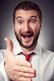 Uomo felice che dà mano per la stretta di mano Immagine Stock Libera da Diritti