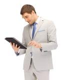 Uomo felice con il calcolatore del pc del ridurre in pani Immagini Stock