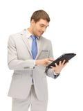 Uomo felice con il calcolatore del pc del ridurre in pani Immagine Stock