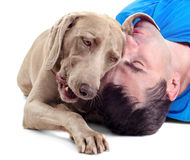 Uomo felice con il cane fotografie stock libere da diritti